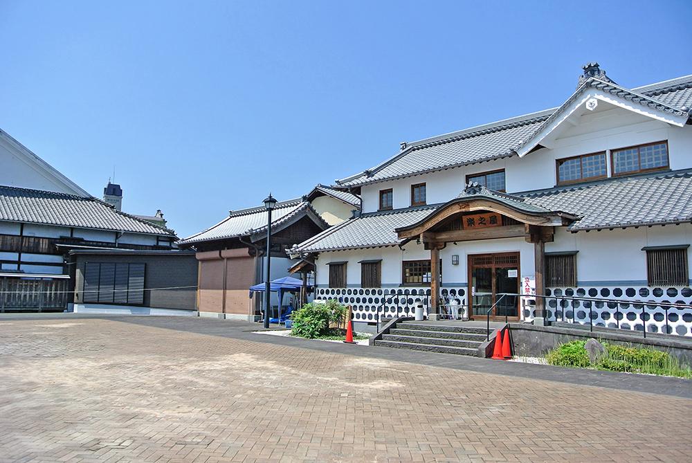 八千代座 新楽屋【玄関左に搬入口】の写真